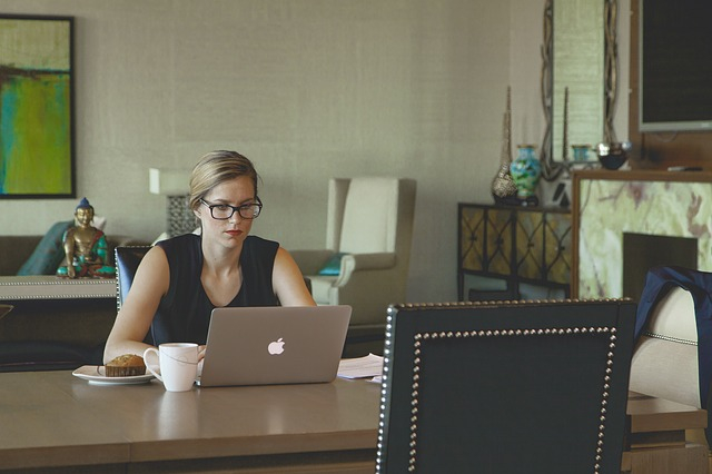blog woman at laptop 2